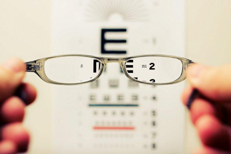 Preprečimo težave z vidom ob obisku okulista